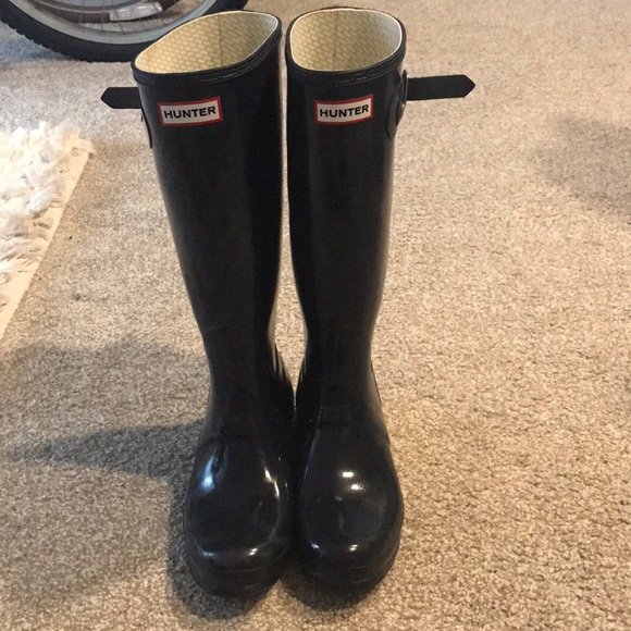hunter boots shoes barely worn navy blue normal calf poshmark